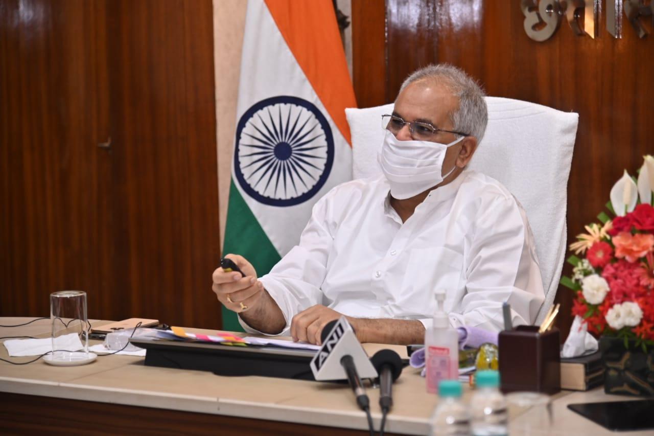 मुख्यमंत्री श्री भूपेश बघेल ने आज वर्चुअल कार्यक्रम में सरगुजा जिले में विभिन्न विकास कार्यों का वर्चुअल लोकार्पण एवं भूमिपूजन