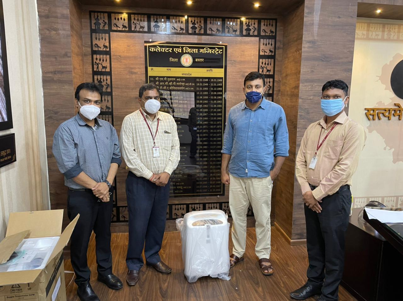 जगदलपुर: आर्ट ऑफ लिविंग तथा बैंकिंग संस्थानों ने कलेक्टर श्री बंसल को दान किया ऑक्सीजन कंस्ट्रेटर, पीपीई किट और मास्क