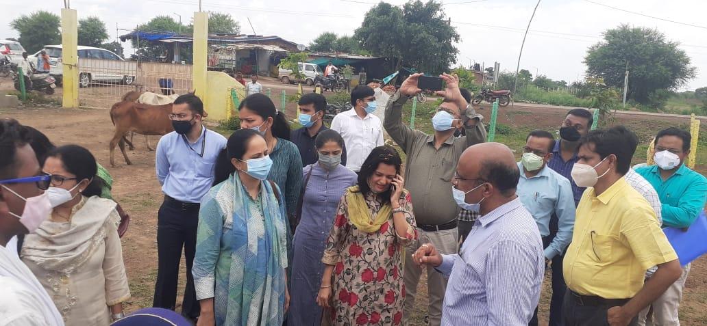 रायपुर : गोधन न्याय योजना और गौठान की गतिविधियों का राजस्थान के 12 आईएएस अधिकारियों के दल ने किया अवलोकन-अध्ययन
