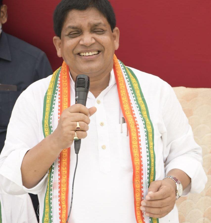 रायपुर : किसान समृद्ध होंगे तो छत्तीसगढ़ समृद्ध होगा-मंत्री डॉ डहरिया : ग्राम उमरिया और देवदा में करोड़ो रुपए के विकासकार्यों का किया भूमिपूजन