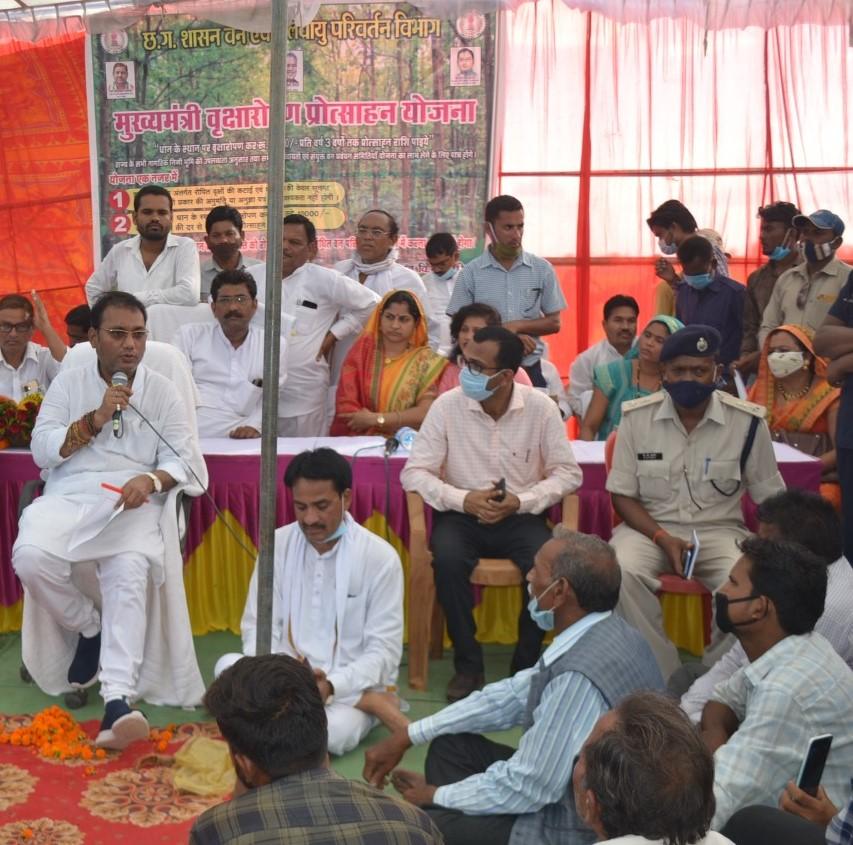 रायपुर :  छत्तीसगढ़ सरकार गांव और किसानों के समन्वित विकास के लिए कृत संकल्पित: मंत्री गुरू रूद्रकुमार :  लोक स्वास्थ्य यांत्रिकी एवं ग्रामोद्योग मंत्री वृक्षारोपण प्रोत्साहन योजना कार्यक्रम में हुए शामिल