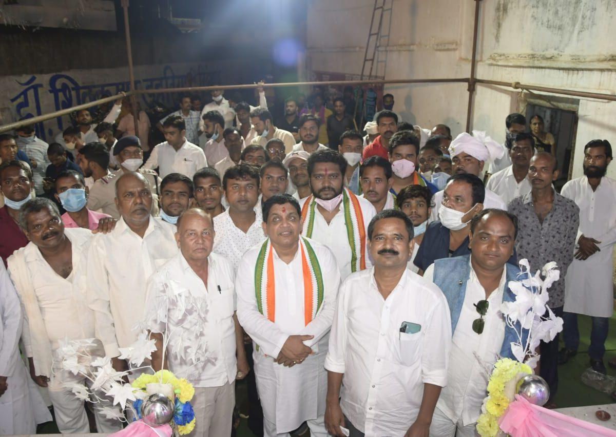 रायपुर : भगवान परशुराम राम चौक का सौंदर्यीकरण  कार्य और गुरुघासीदास मंदिर का मंत्री डॉ डहरिया ने किया लोकार्पण