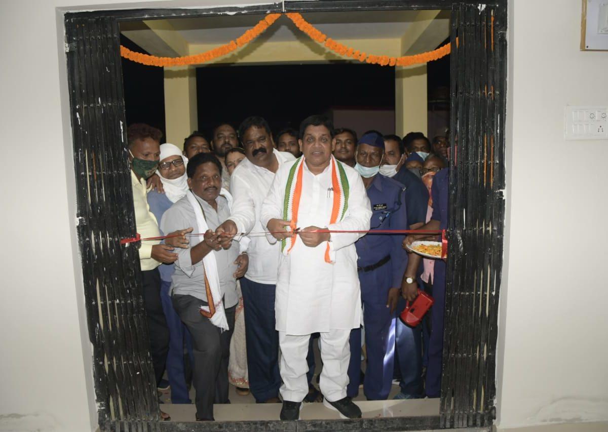रायपुर : शासन प्रशासन और ग्रामीणों के बीच एक सेतु की तरह है कोटवार : मंत्री डॉ डहरिया