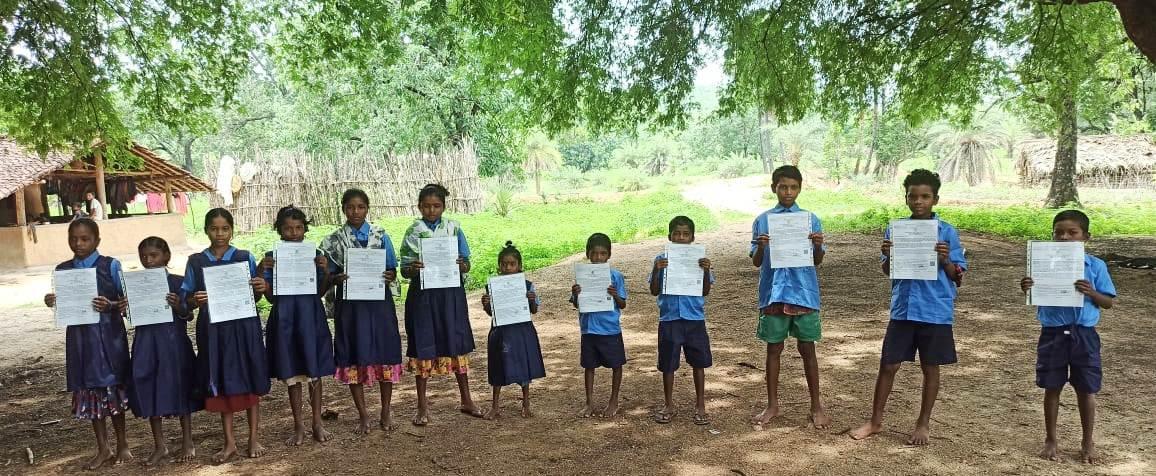 सुकमा :  प्रशासन की पहल से छात्रों की परेशानी हुई दूर :   बच्चों को घर पर ही प्रदान किए जा रहे जाति प्रमाण पत्र