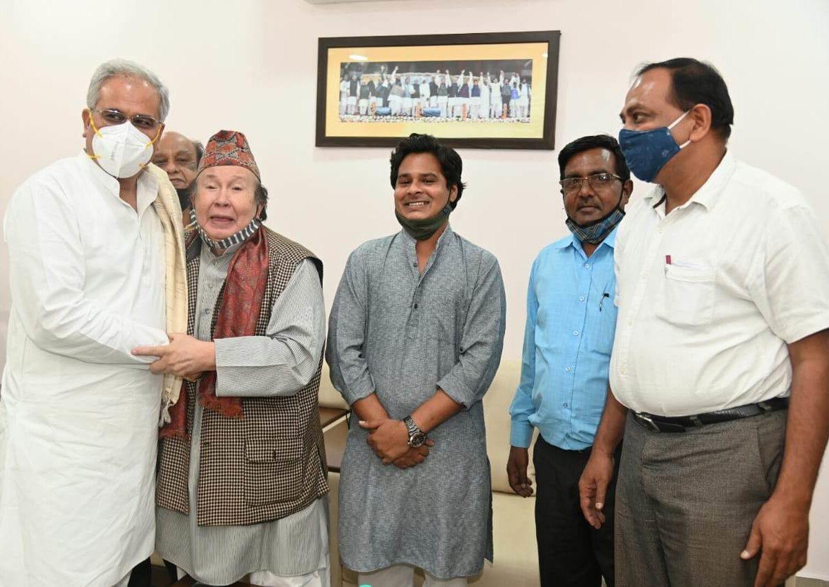 रायपुर  : मुख्यमंत्री श्री भूपेश बघेल से पूर्व मंत्री श्री सुरेंद्र बहादुर सिंह ने की सौजन्य मुलाक़ात
