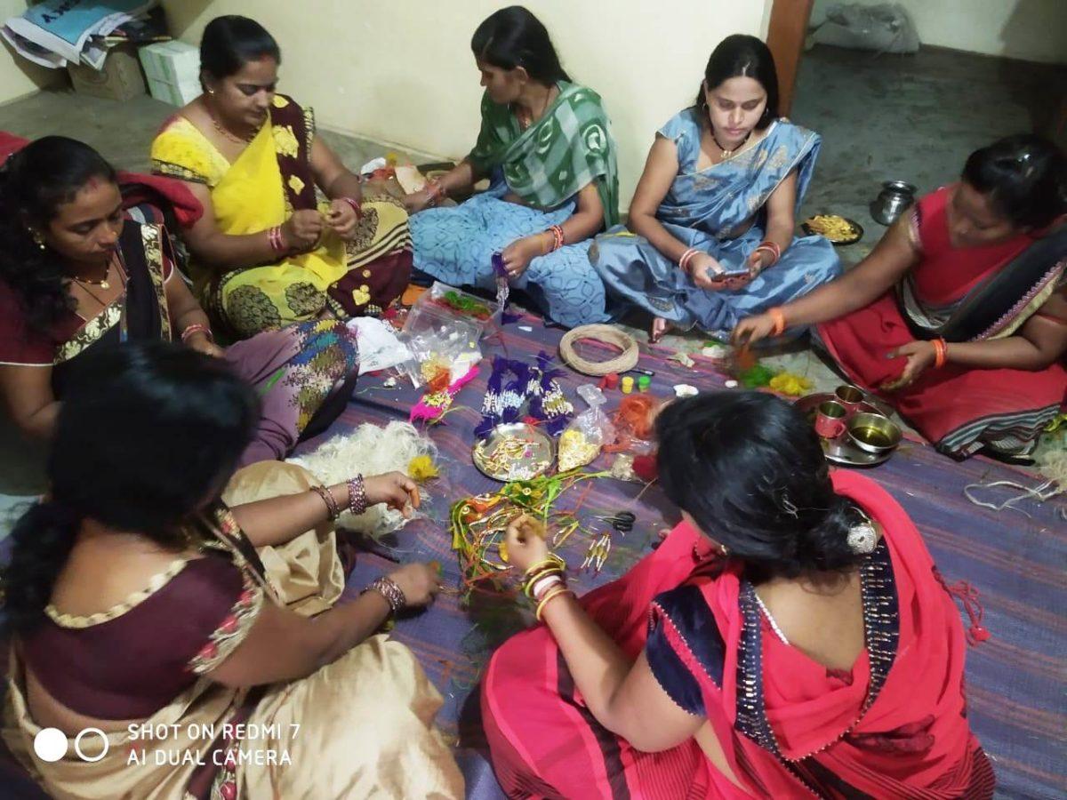 रायपुर : रक्षाबंधन मेें भाईयों की कलाई पर सजेगी भाजी की रेशों से बनी राखियां