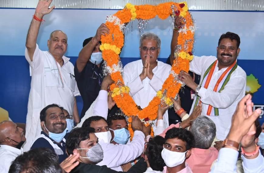 रायपुर :  सारंगढ़-बिलाईगढ़ के जिला बनने पर क्षेत्र के लोगों ने मुख्यमंत्री श्री बघेल का जताया आभार