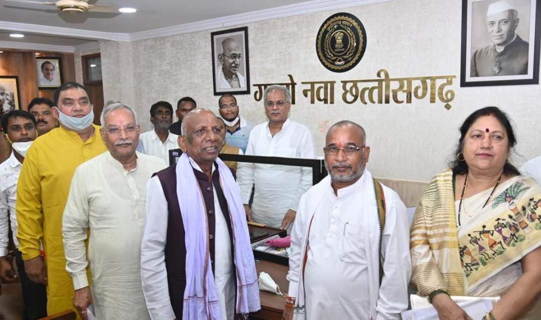 रायपुर : मुख्यमंत्री से छत्तीसगढ़ राज्य कृषक कल्याण परिषद के पदाधिकारियों ने मुलाकात की