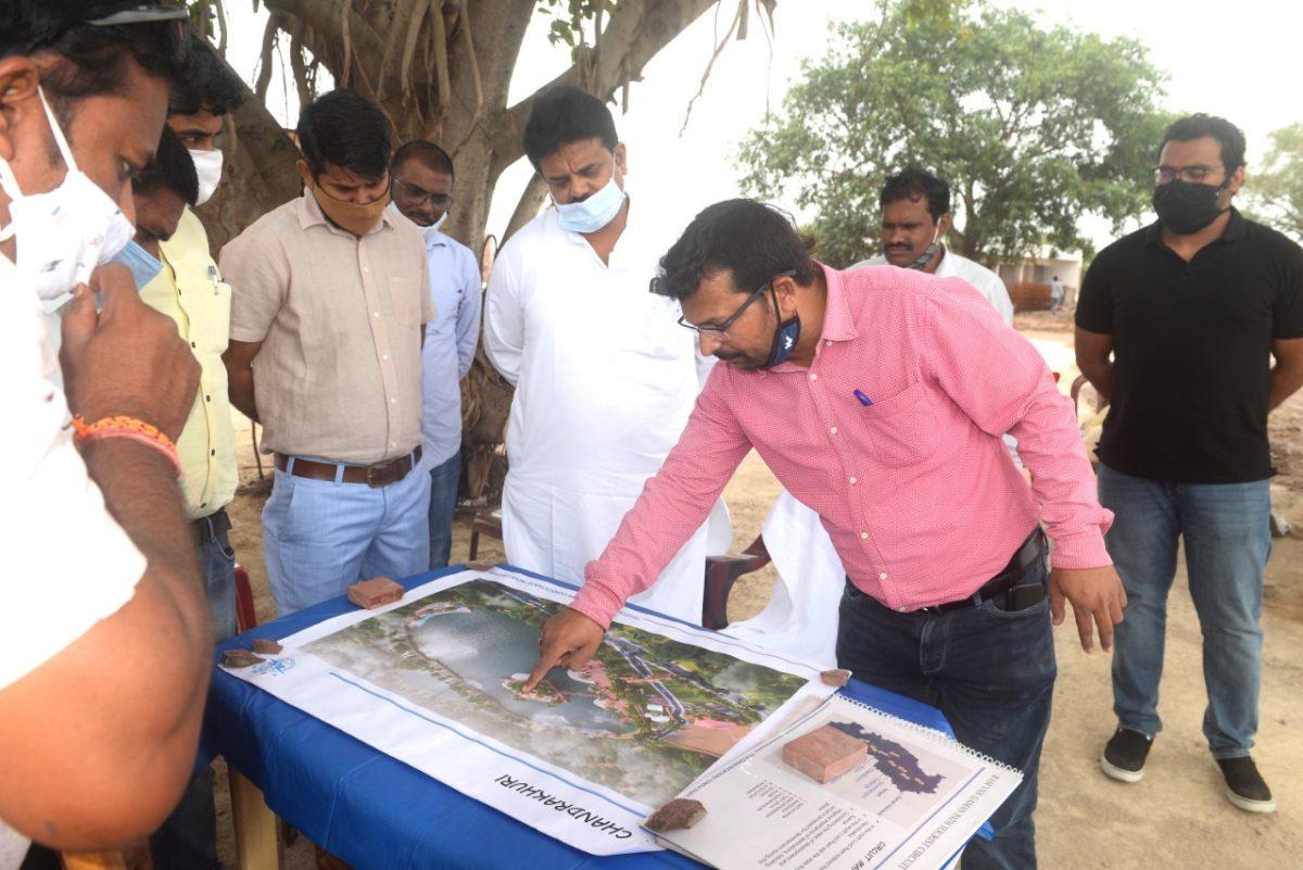 रायपुर :  छत्तीसगढ़ टूरिज्म बोर्ड के नवनियुक्त अध्यक्ष ने चंदखुरी में माता कौशल्या मंदिर के दर्शन कर विकास कार्यों का लिया जायजा :  श्रद्धालुओं एवं पर्यटकों के लिए जलसेन तालाब में बोटिग व्यवस्था के दिए निर्देश