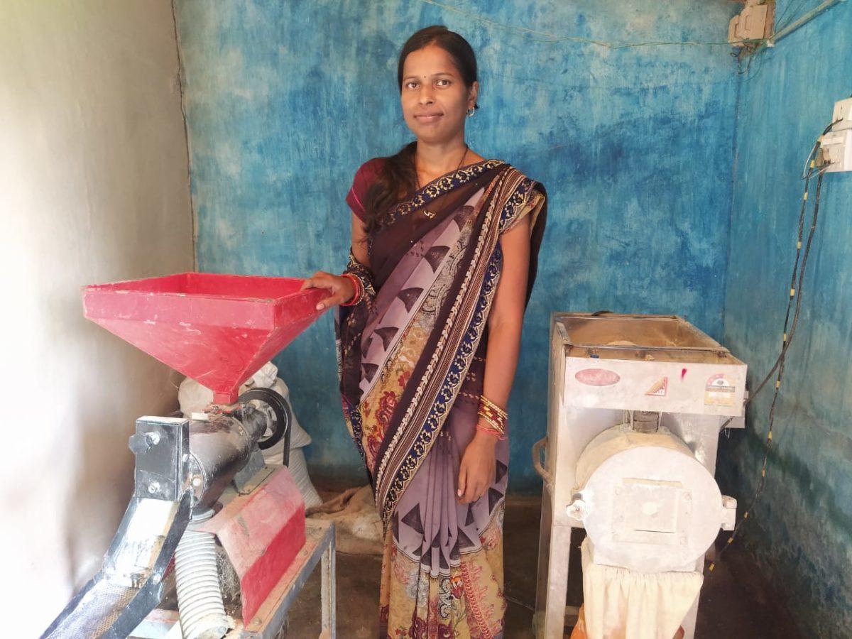 बैंक के दरवाज़े नहीं देखे थे गीता ने : आज गांव वालों के लिए बनी बैंक वाली दीदी