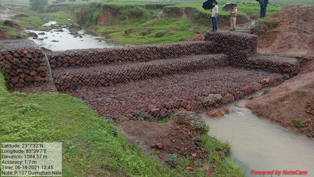 रायपुर : कैम्पा: नरवा विकास योजना के तहत 50 लाख से अधिक भू-जल संरक्षण संबंधी संरचनाओं का हो रहा निर्माण : वन मंत्री श्री अकबर