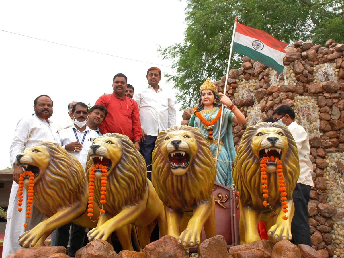रायपुर : वन मंत्री मोहम्मद अकबर ने कवर्धा में भारतमाता प्रतिमा का किया अनावरण