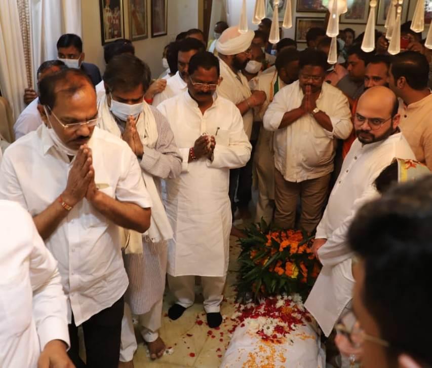 खाद्य मंत्री पूर्व विधायक युद्धवीर सिंह के अंतिम यात्रा में हुए शामिल
